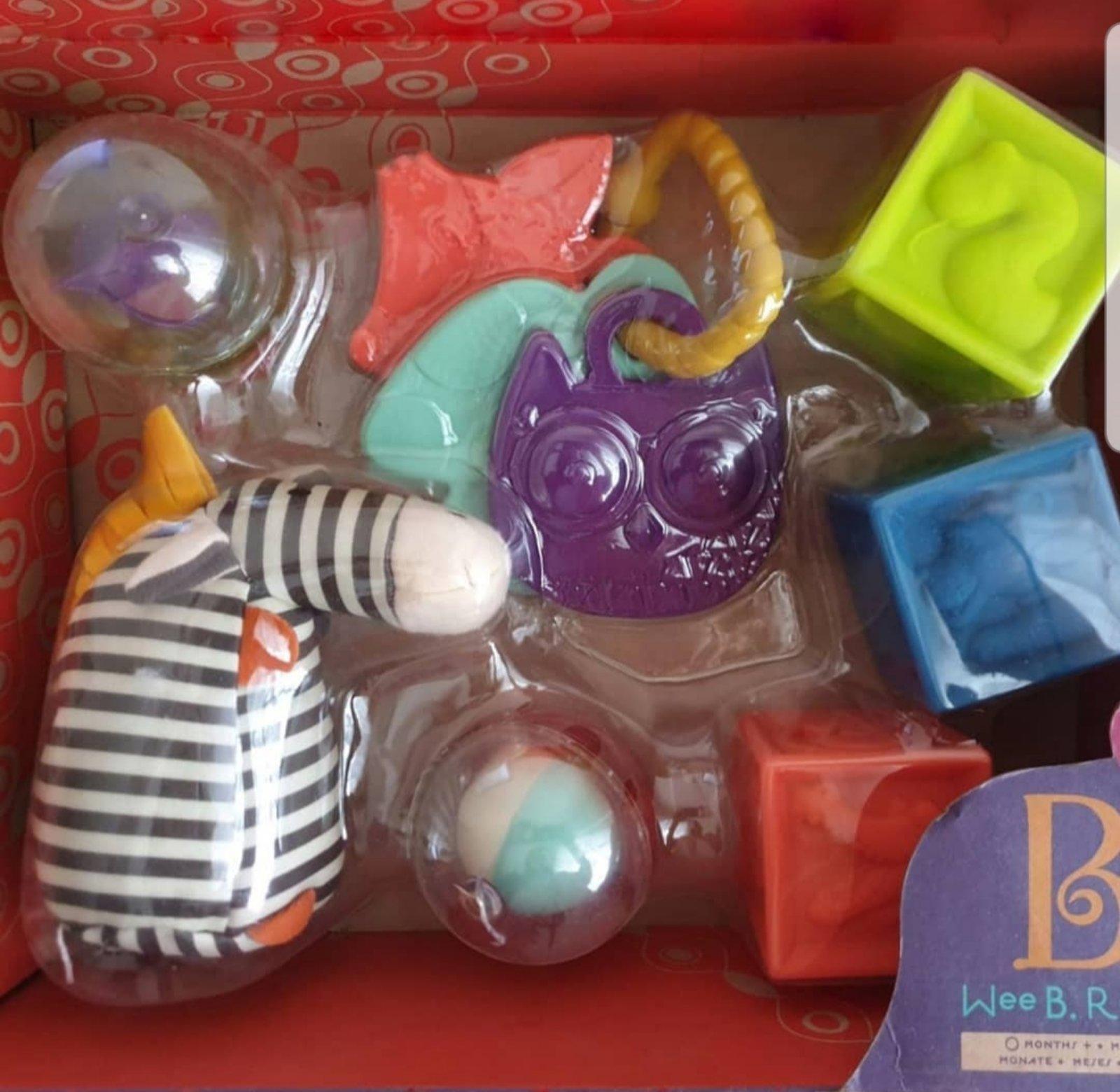 Подарочный набор малышу – коробка погремушек Battat