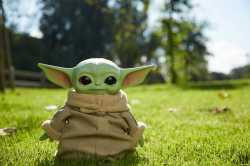 """Фигурка """"Дитя Йода"""" из сериала """"Звездные войны: Мандалорец"""" Star Wars"""